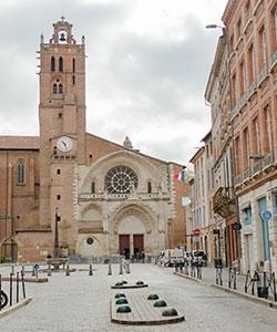 Une cave à vins 2 place Saint-Etienne à Toulouse